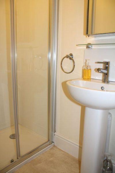Walden Studio shower room