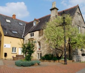 Group Accommodation Cotswolds - MEDIEVAL HALL APARTMENT
