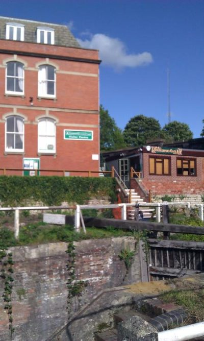 Bell House Apartments Canals Trust Centre & Lock Keepers Cafe